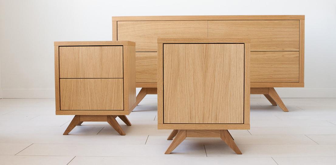 Kolekcja Aurea jest inspirowana stylem skandynawskim i latami 50 i 60 - tymi. Stworzyliśmy produkty wysokiej jakości, o niebanalnym wyglądzie. Nasze meble są wytwarzane w Polsce, w warsztacie rzemieślniczym, z troską o każdy szczegół, aby służyły przez długie lata.